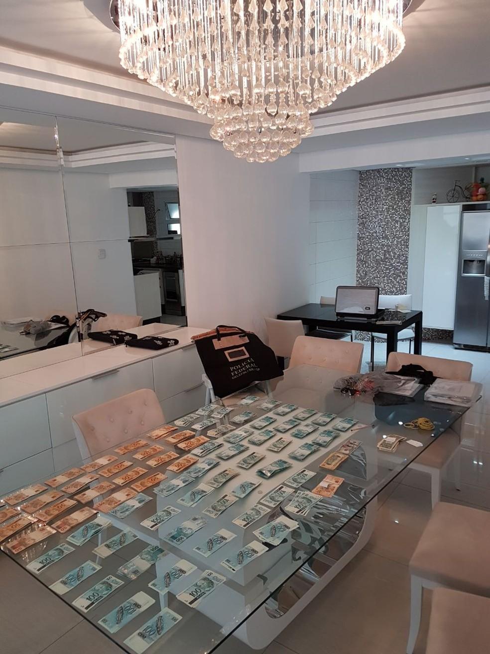 Dinheiro apreendido no apartamento de Duciomar Costa, em São Paulo (Foto: CGU)