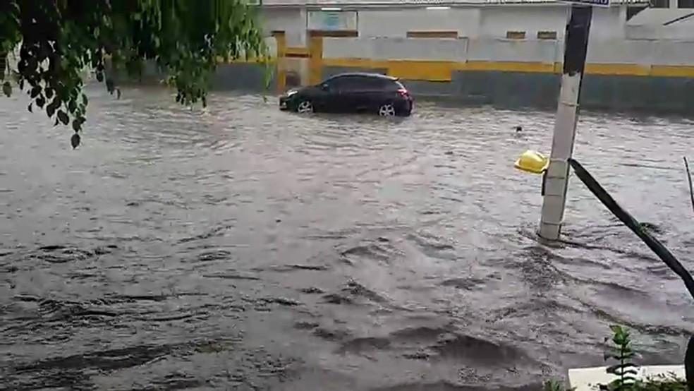 Chuvas causaram alagamentos em Limoeiro, Agreste de Pernambuco — Foto: Reprodução/WhatsApp