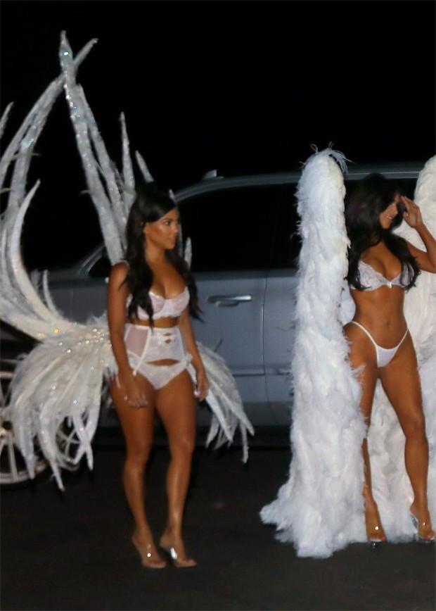 Clã Kardashian-Jenner se veste de Angels da Victorias Secret para o Halloween (Foto: Reprodução/Instagram)