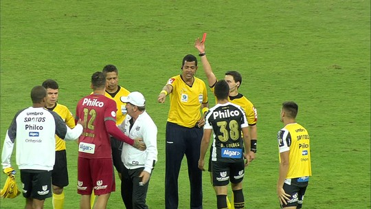 Após polêmica, Santos pede à CBF que árbitro Rodolpho Toski Marques não apite mais seus jogos