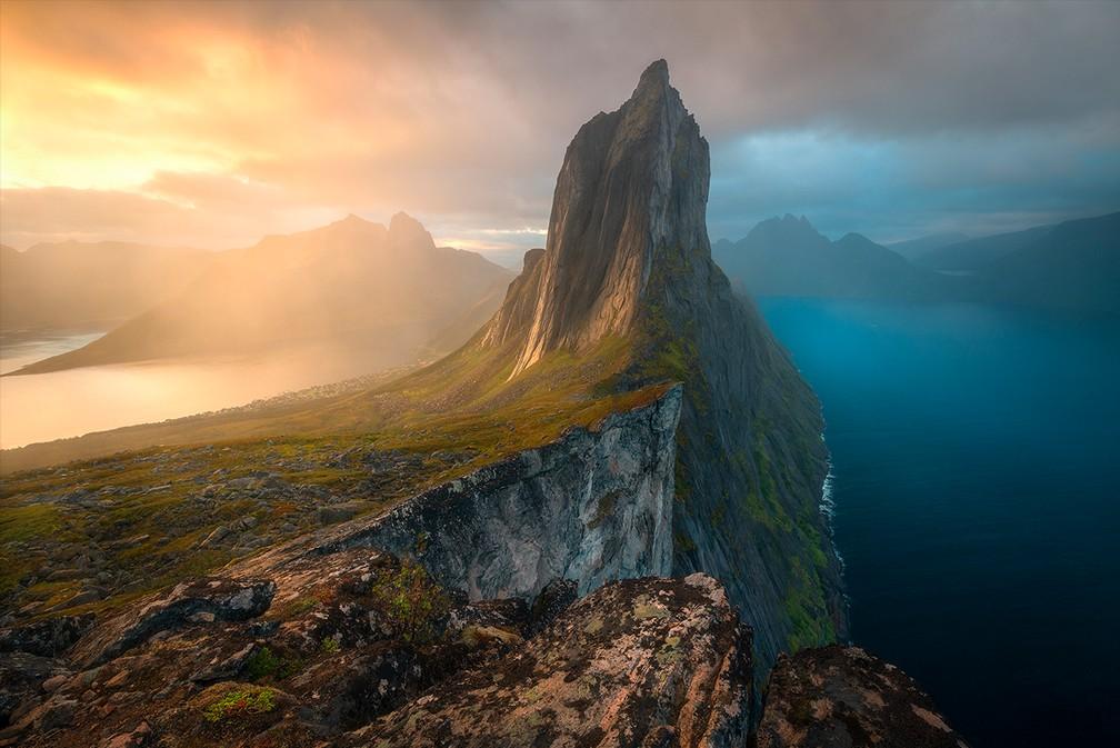 """Imagem da ilha Senja, na Noruega, venceu a categoria """"Paisagens, Paisagens Aquáticas e Flora"""" — Foto: Armand Sarlangue"""