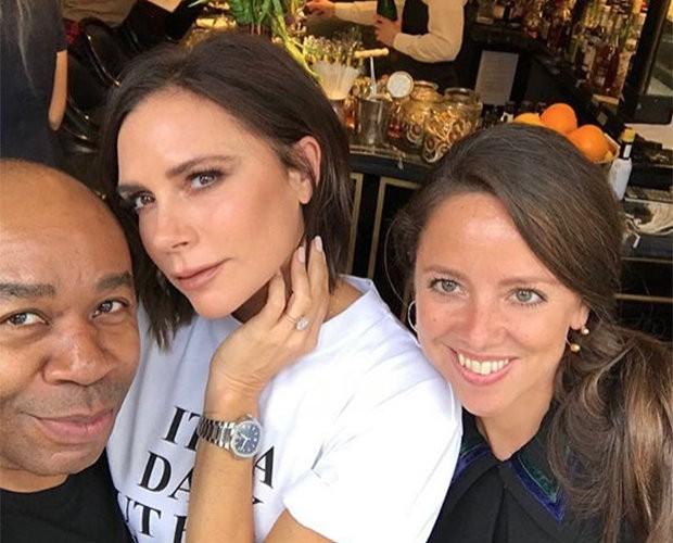 Victoria Beckham com a aliança há algumas semanas (Foto: Instagram)
