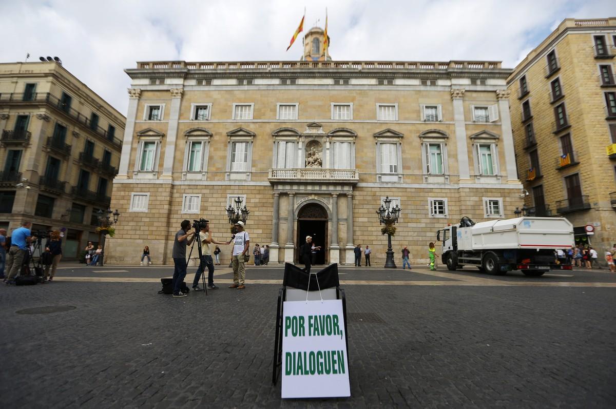 Catalunha pode declarar independência nesta terça; governo espanhol promete reagir