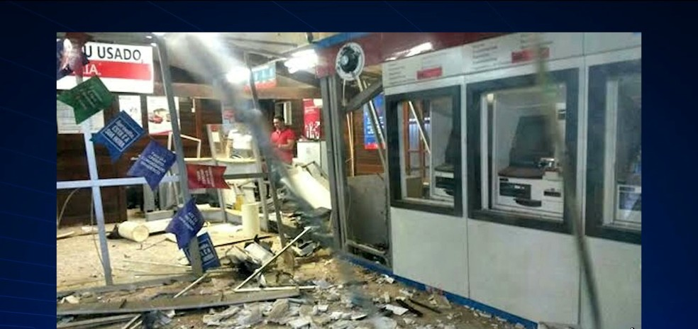 Agência bancária ficou destruída após a ação dos bandidos em Buriticupu (Foto: Reprodução/TV Mirante)