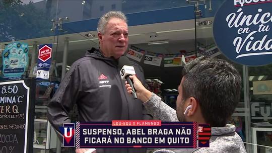 Fio dental, punição e bola mais dura: Abel Braga, do Flamengo, é entrevistado em farmácia