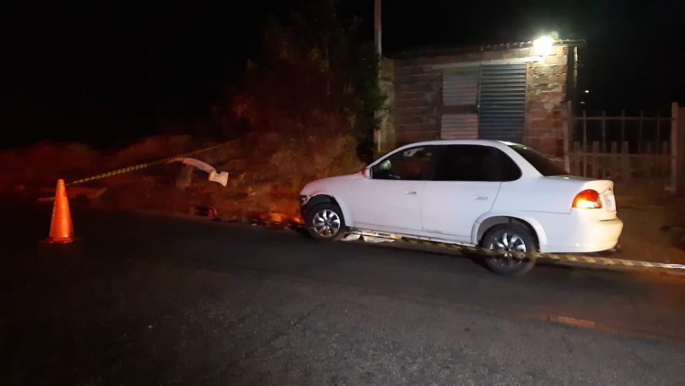 Motociclista foi arrastado por carro após bater em carroça na RN-304, na noite desta quarta-feira (26) — Foto: Sérgio Henrique Santos/Inter TV Cabugi