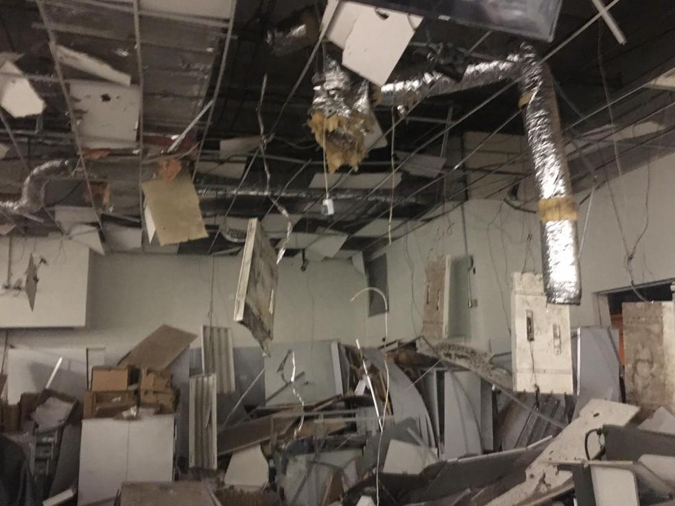 Agência bancária ficou destruída após ação dos criminosos em Botucatu — Foto: Arquivo pessoal