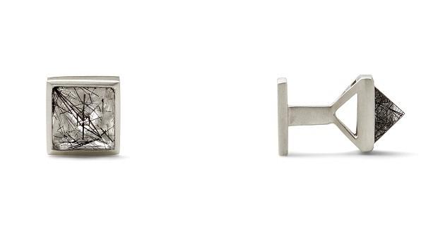 Abotoadura | Elegantes e modernas, as abotoaduras em formato de prisma de pirâmide em prata e pedra quartzo podem ser um presente inesquecível Da Yael Sonia, R$1900,00. (Foto: Divulgação)
