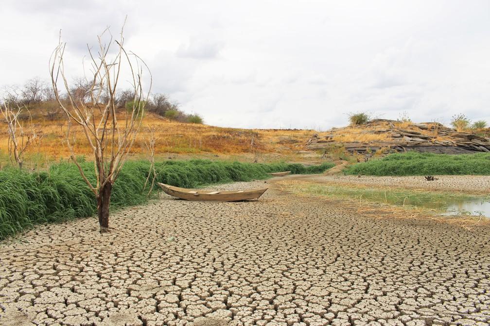 Sem chuvas, o Açude Rio da Pedra, que abastece o município de Santana do Matos, está praticamente seco (Foto: Anderson Barbosa/G1)