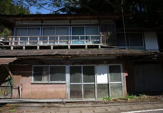 Uma casa abandonada na vila de Miyoshi, área rural do Japão (Foto: Carl Court/Getty Images)