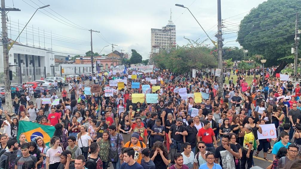 Manifestação contra cortes na educação no Centro de Manaus (AM) — Foto: Patrick Marques/G1 AM