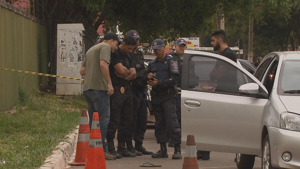 Perícia em local onde sargento da PM matou homem em Ceilândia, no DF (Foto: TV Globo/Reprodução)