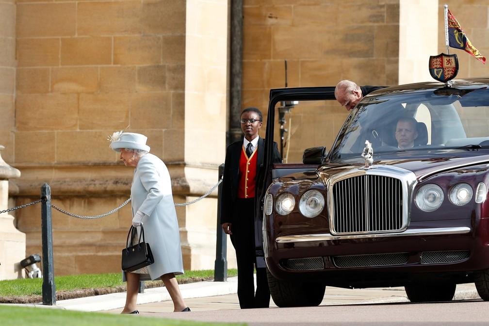 Rainha Elizabeth chega para o casamento de sua neta, a princesa Eugenie, no Castelo de Windsor, em foto de 2018 — Foto: Adrian Dennis/Pool/Reuters/Arquivo