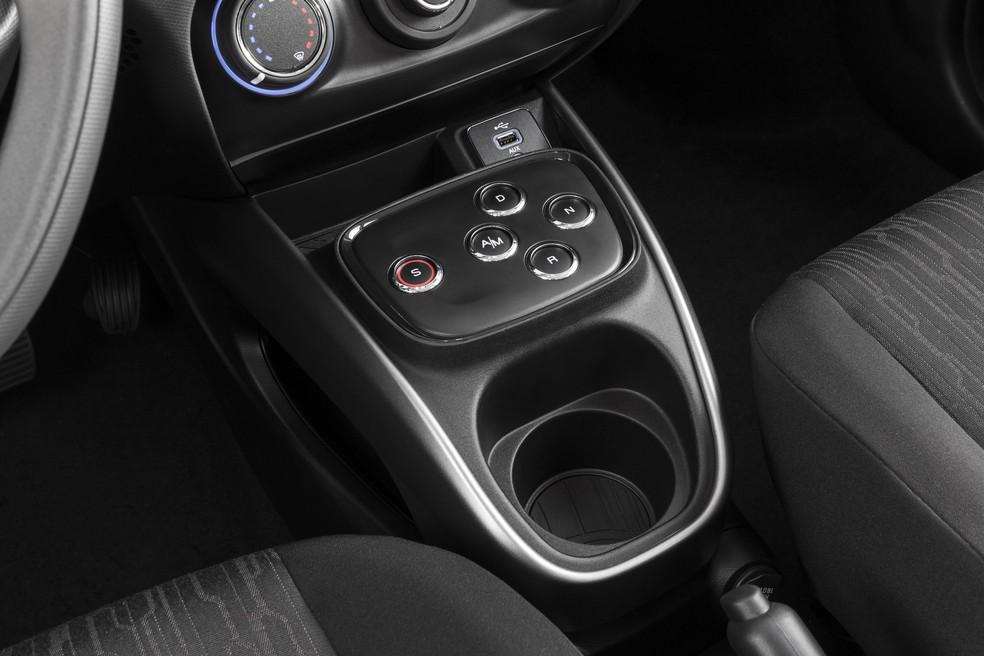 A Fiat foi a primeira a oferecer um câmbio controlado por botões entre os nacionais — Foto: Divulgação