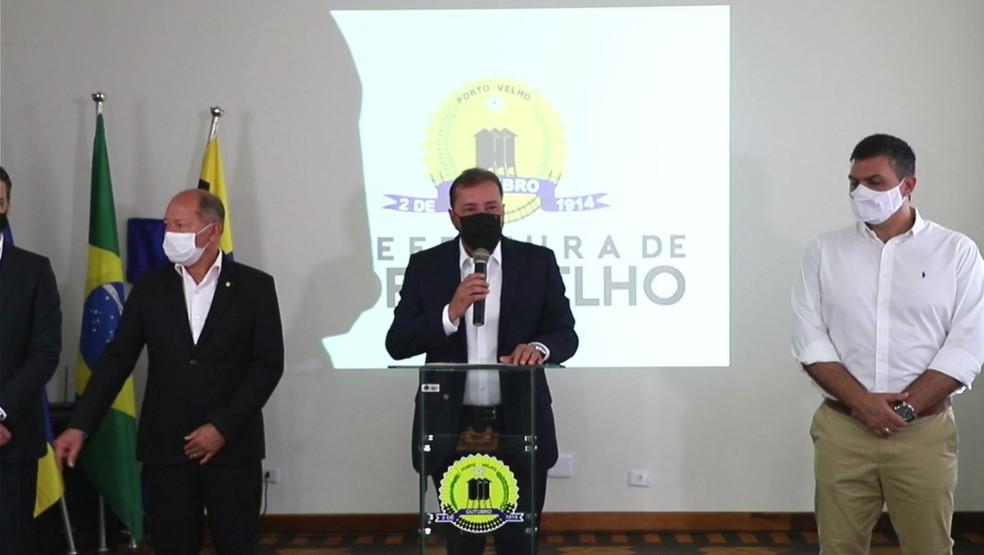 Prefeito Hildon Chaves anuncia compra da vacina contra a Covid-19 — Foto: Reprodução/Facebook
