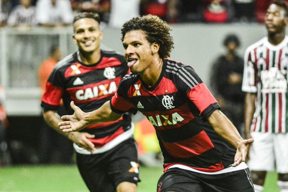 Willian Arão comemora gol no Fla-Flu, no Estádio Mané Garrincha, em jogo do Carioca de 2016 — Foto: RICARDO BOTELHO/BRAZIL PHOTO PRESS/ESTADÃO CONTEÚDO