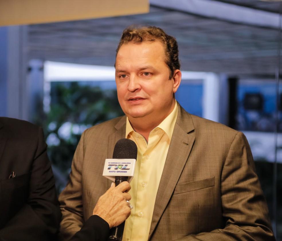 Max Russi (PSB) diz que os slimes são atualmente comercializados sem qualquer restrição — Foto: Marcos Lopes/ ALMT