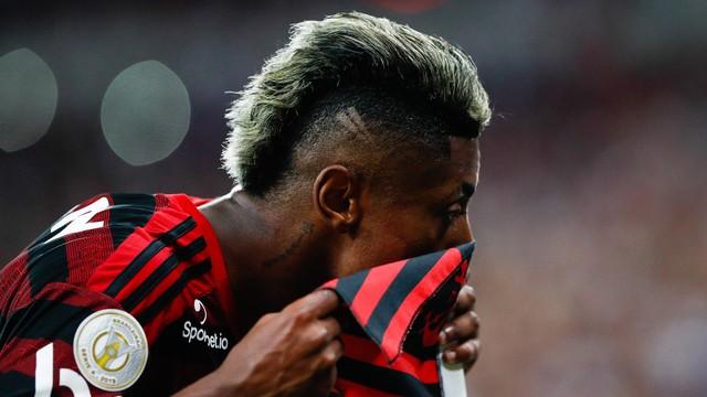 Bruno Henrique festeja gol contra o Ceará