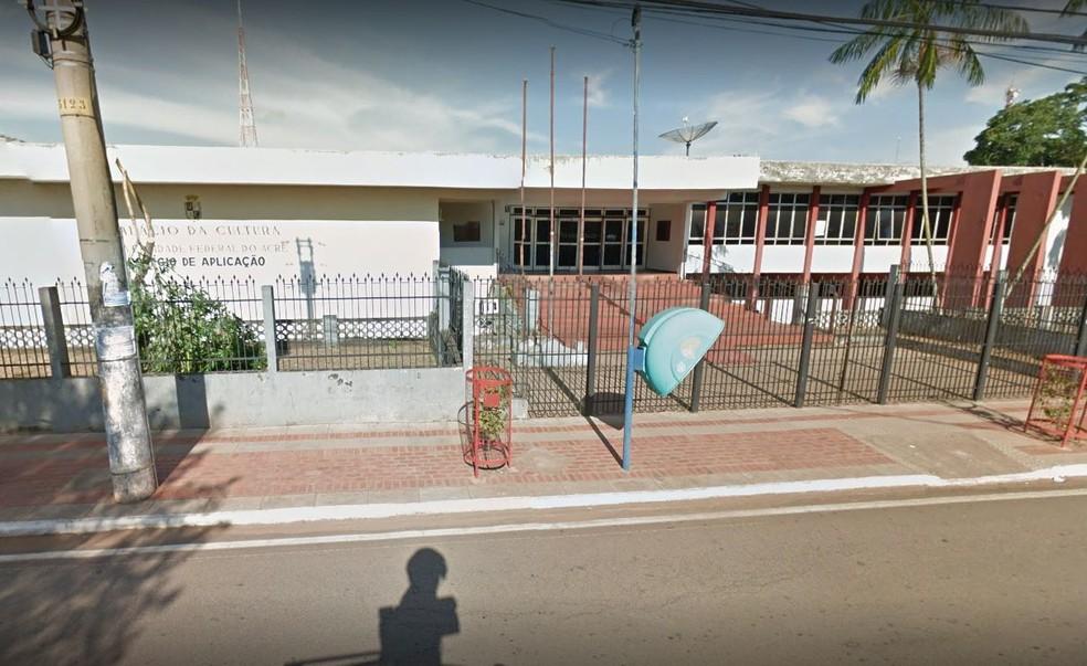 Concentra��o ocorrem em frente ao Col�gio Aplica��o em Rio Branco  (Foto: Reprodu��o/Google Street View )