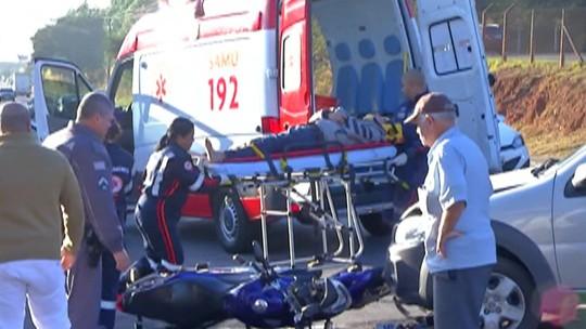 Motociclista fica ferido em acidente na Avenida João XXIII, em Mogi