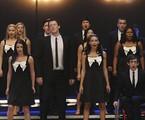 Cory Monteith (Finn) ao lado de colegas de elenco de 'Glee' | Reprodução da internet