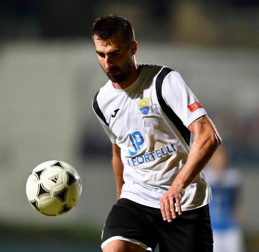 Sandro Muller jogava na Europa como zagueiro do time Nadur Youngsters  (Foto: Reprodução/Arquivo Pessoal)