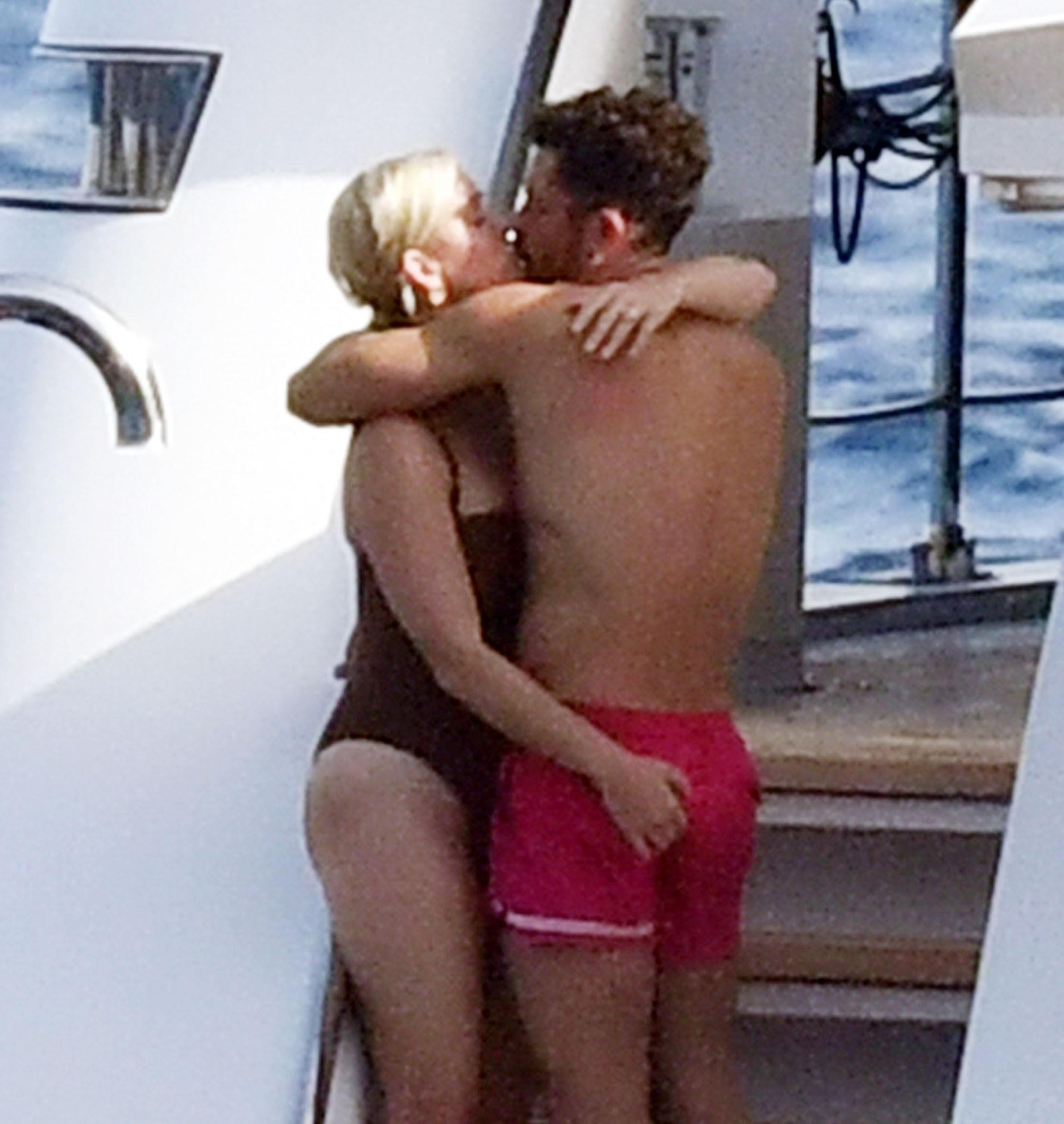 Katy Perry e Orlando Bloom em passeio de iate na Itália (Foto: The Grosby Group)
