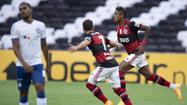 Bruno Henrique comemora gol do Flamengo sobre o Bahia
