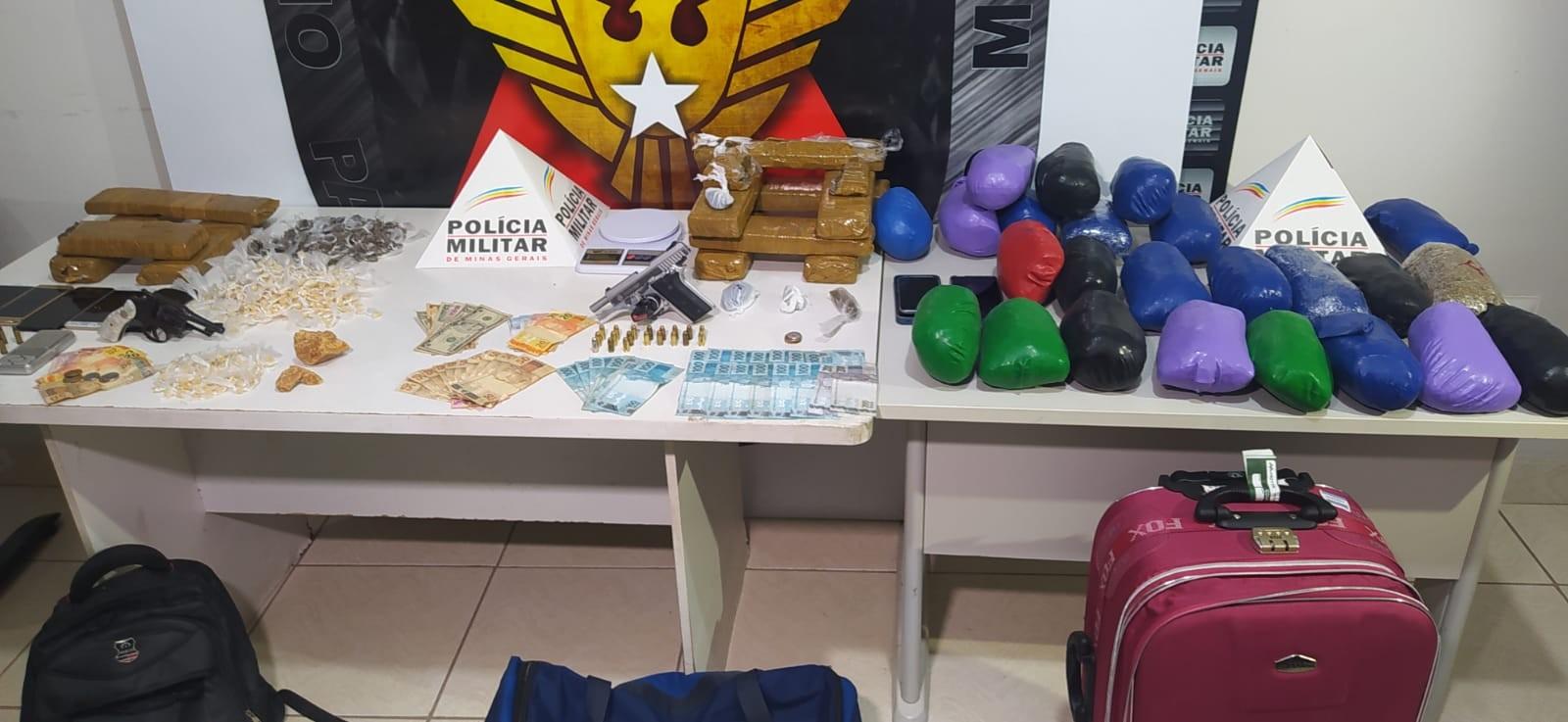 PM prende oito pessoas e apreende mais de 20 kg de drogas em Caratinga