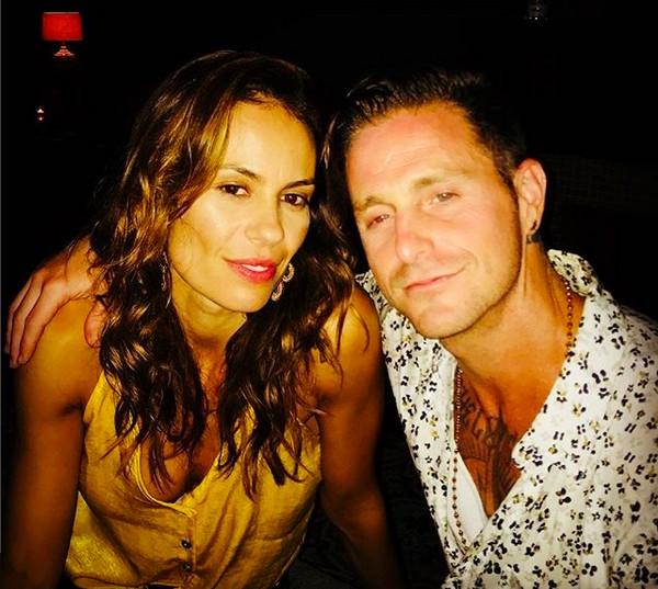 O filho de Michael Douglas, Cameron Douglas, com a namorada brasileira, Viviane Thibes (Foto: Instagram)