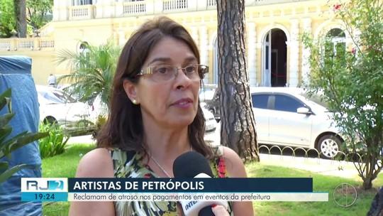 Artistas contratados para eventos em Petrópolis, RJ, reclamam de atraso nos pagamentos