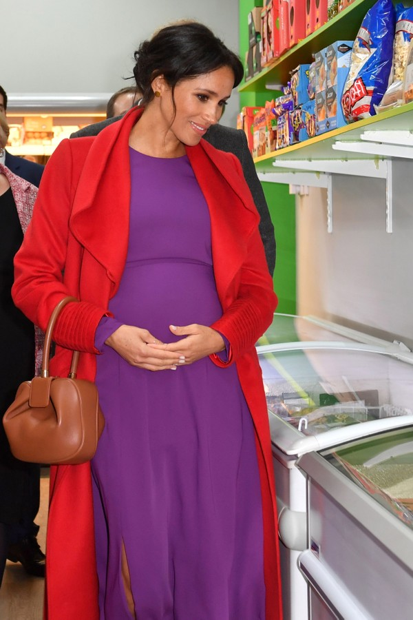 BIRKENHEAD,  - JANUARY 14: The Duke and Duchess of Sussex view the mini supermarket as they officially open Number 7, a Feeding Birkenhead citizens supermarket and community cafe, on January 14, 2019 in Birkenhead, Merseyside, England. Feeding Birkenhead  (Foto: Getty Images)