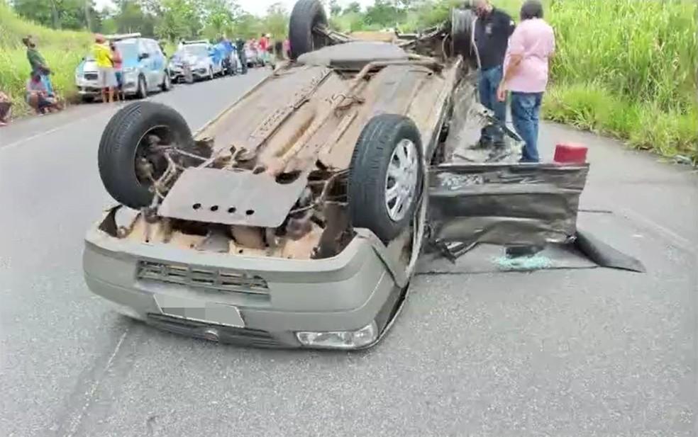 Um mulher morreu e outras três pessoas ficaram feridas — Foto: Reprodução/TV Bahia
