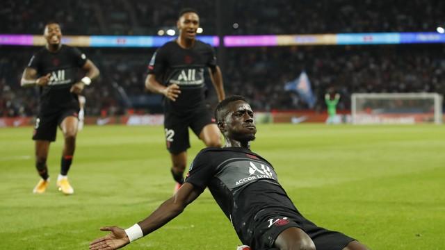 Gueye abriu o placar com um lindo gol em chute com a perna esquerda