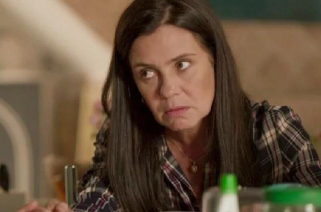 Adriana Esteves, a Thelma de 'Amor de mãe' (Foto: Reprodução)