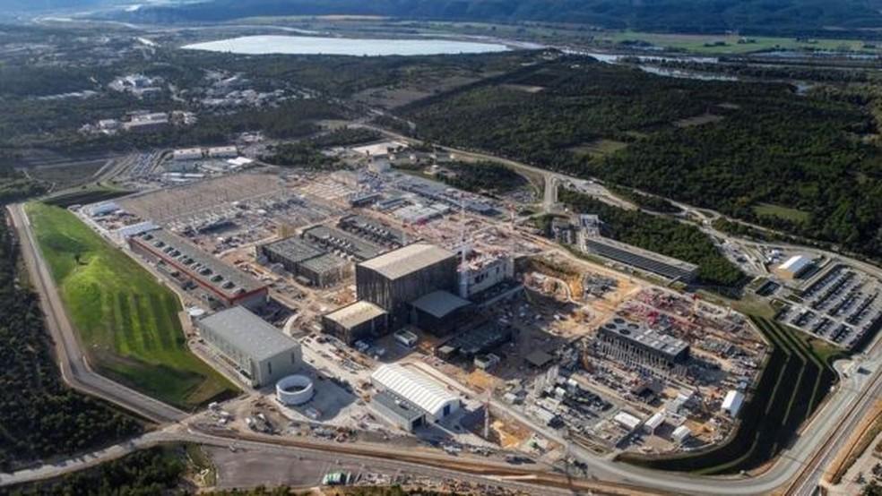 Essa base do Iter no sul da França quer ter seu primeiro plasma produzido em 2025 — Foto: Iter/Divulgação/BBC