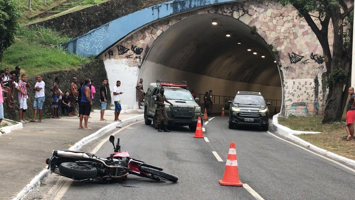 Soldado do Exército morre em acidente de moto na Avenida Centenário, em Salvador