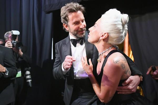 Bradley Cooper e Lady Gaga nos bastidores do Oscar 2019 (Foto: Getty Images)