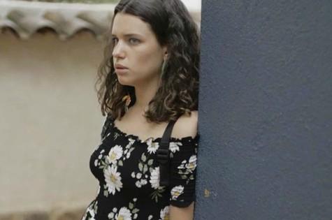 Após transar com Olavo (Tony Ramos) na beira de uma estrada, Lourdes Maria (Bruna Linzmeyer) será abandonada pelo empresário e enviada para um convento pela mãe (Foto: TV Globo)