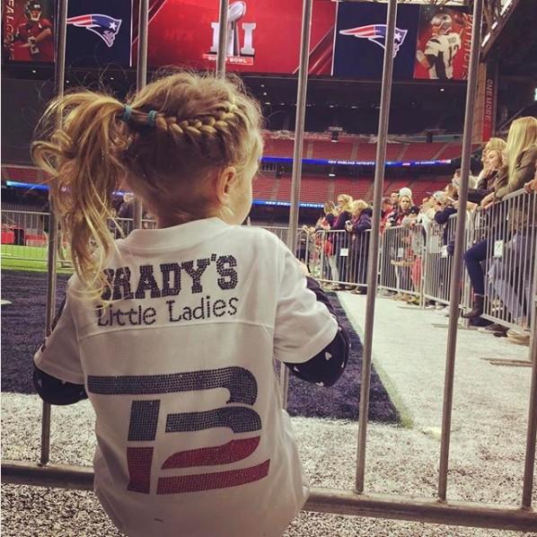 A pequena Vivian pronta para torcer para o papai no Super Bowl, em 2017 (Foto: Reprodução Instagram)
