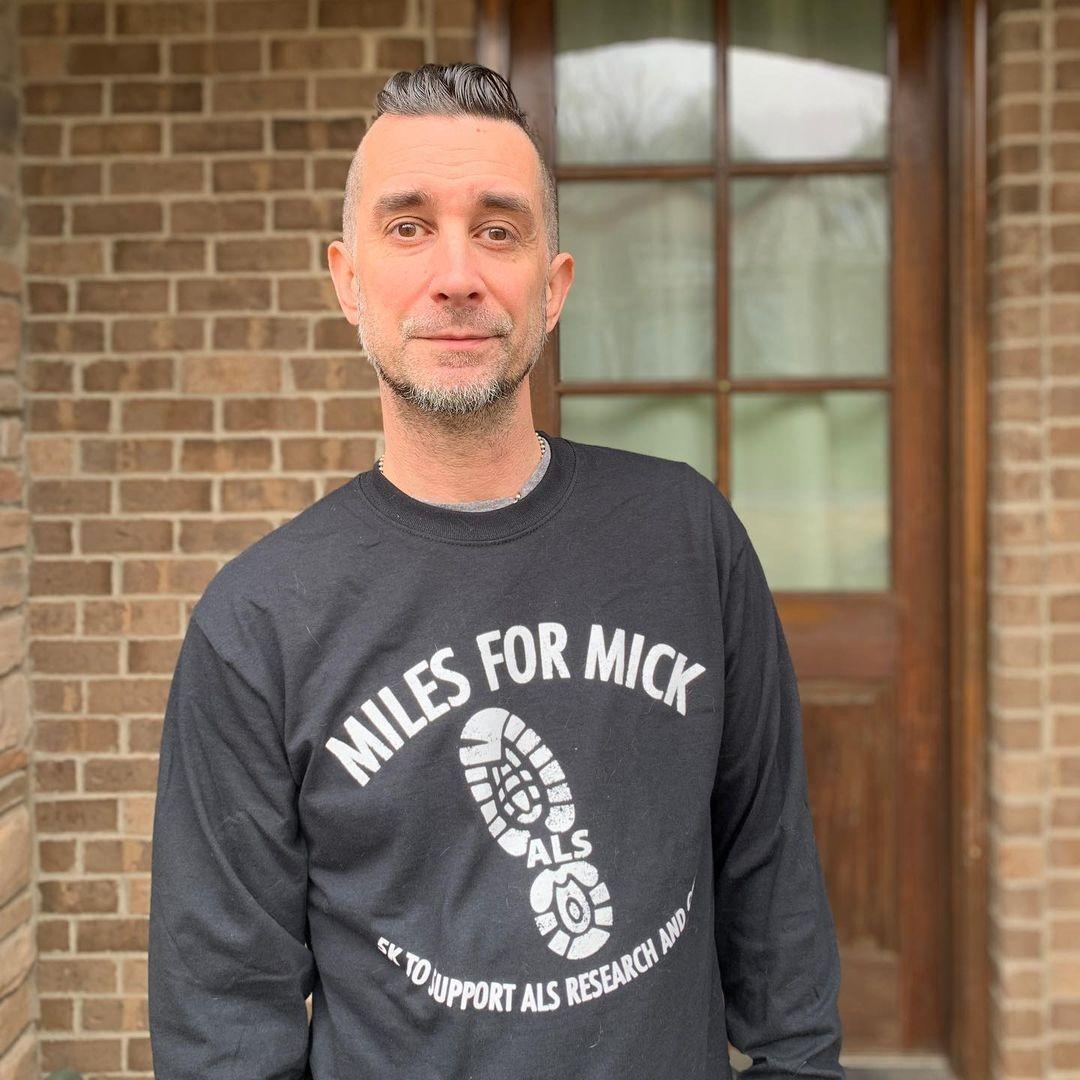 Pete Parada diz que foi expulso do Offspring por não se vacinar contra Covid-19