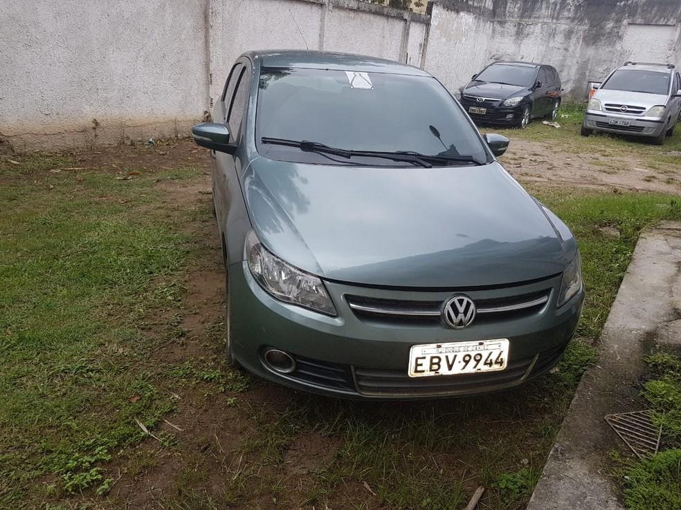 Carro roubado foi apreendido pelos agentes da DHBF (Foto: Divulgação)