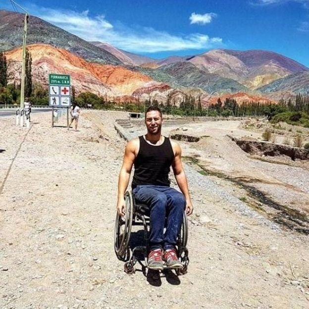 Levene na Argentina, em 2016: ele diz viajar muito e sempre contar com assistência e equipamentos que lhe permitam se locomover sozinho (Foto: BBC Sport/BBC)