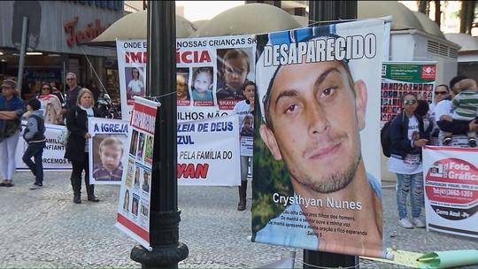 Pais e mães de crianças e jovens desaparecidos organizam manifestação no Centro de Curitiba