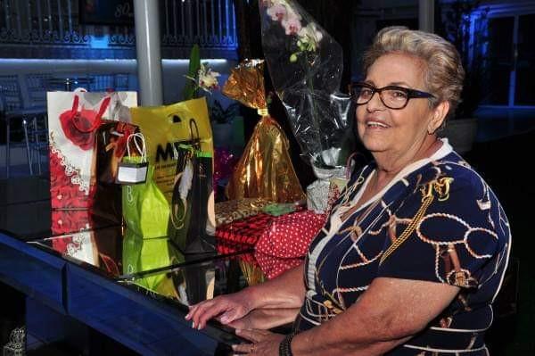 Idosa ganha serenata da família em comemoração aos 83 anos: 'surpresa boa'