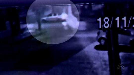 Câmeras de segurança registram assalto em que jovem foi morta em Porto Alegre