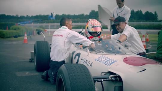 Max Verstappen no Japão: carro clássico e uma volta de F1 em oval