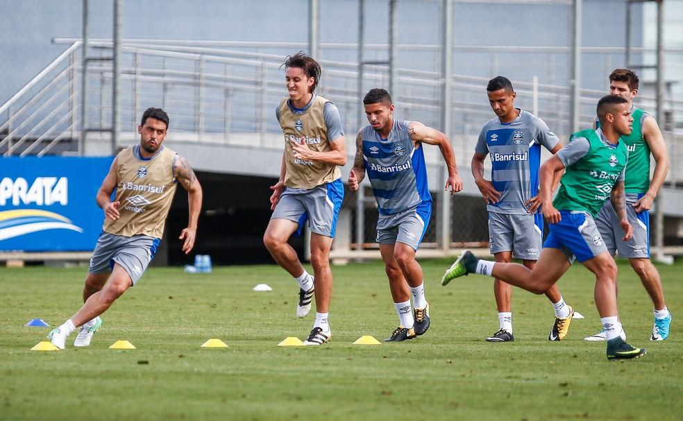 Edílson e Geromel mantêm exigência alta no Tricolor (Foto: Lucas Uebel/Grêmio)