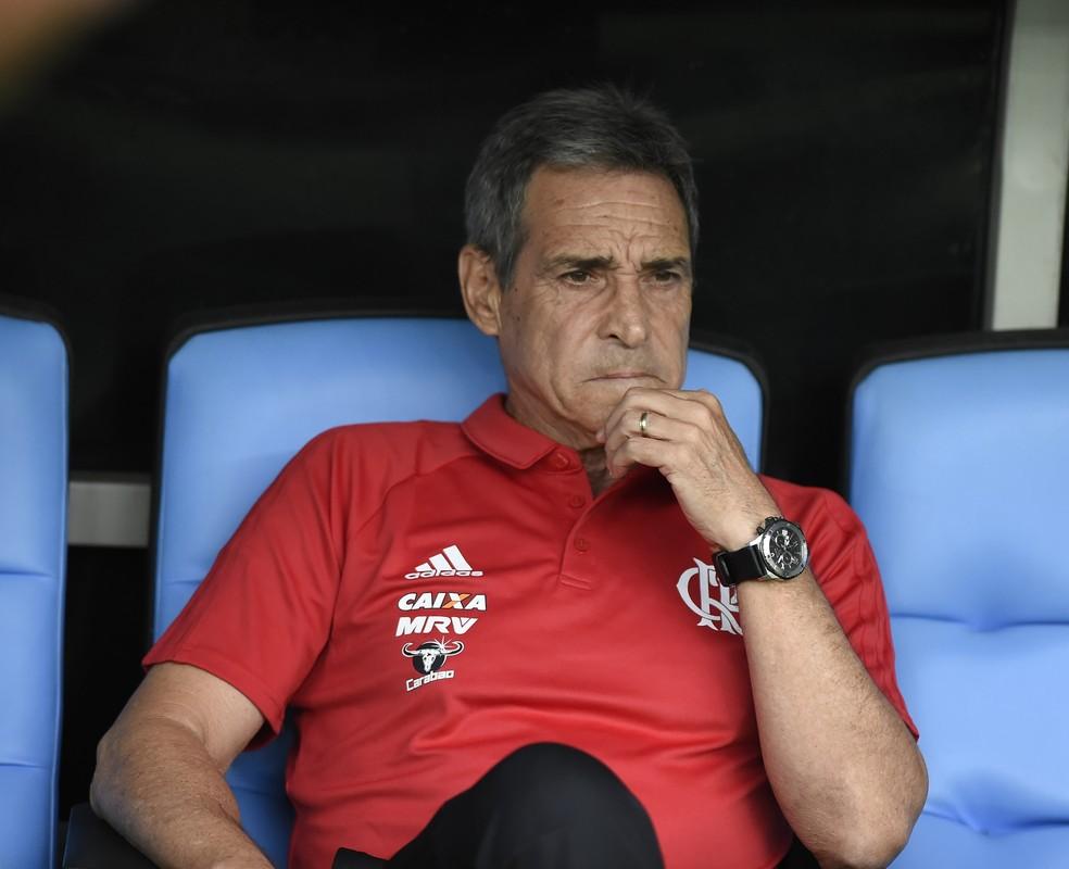 Carpegiani agrada com trabalho didático e muita conversa ao pé do ouvido  (Foto: André Durão/GloboEsporte.com)