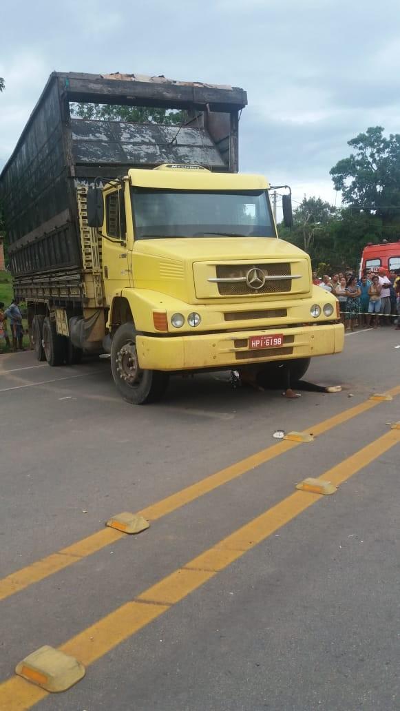 Caminhão colide com moto e causa morte na BR-135, no Maranhão